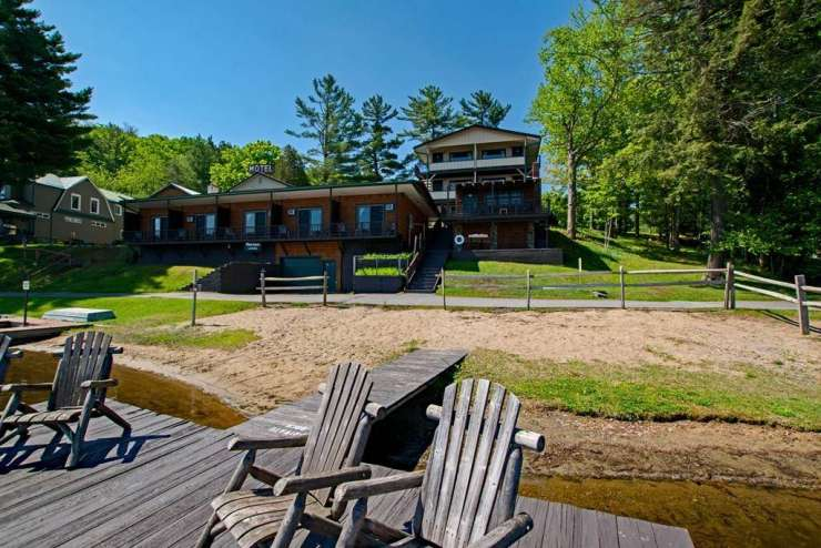 Pine Knoll Lodge and Cabins in Old Forge xxx